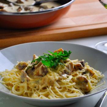 Špagety syrová omáčka cestoviny s hubami cestoviny so syrovou omáčkou