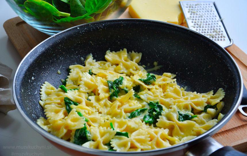 cestoviny, špenát, obed, cesnak, syr, fitrecept, fitness recept,