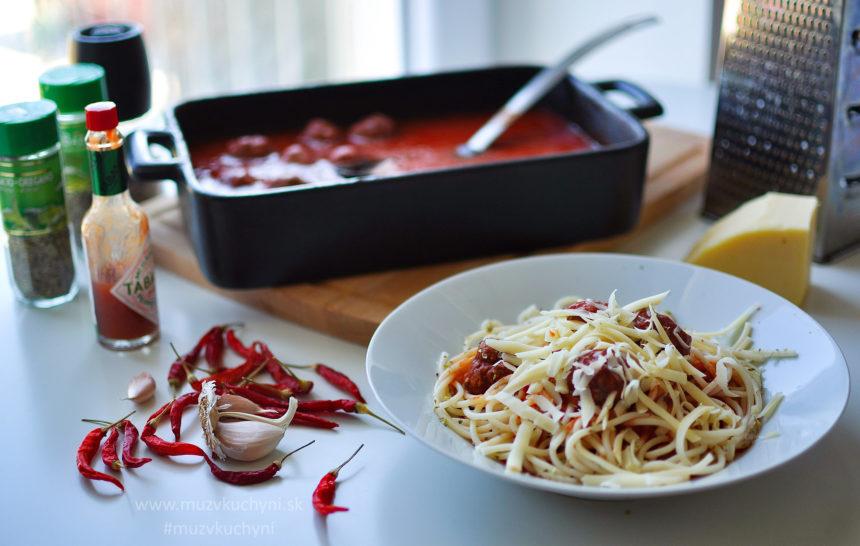 špagety, večera, mäsové guličky, paradajková omáčka, fitrecept, fitness recept, hovädzie mäso, recept, syr, chilli, tabasco