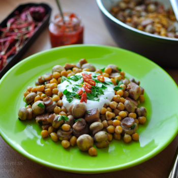 obed, jednoduchý, rýchly, zdravý, recept, fitness, na chudnutie, cícer, huby, šampióny, jogurt, chilli, slanina, petržlen, petržlenová vňať, rozmarín