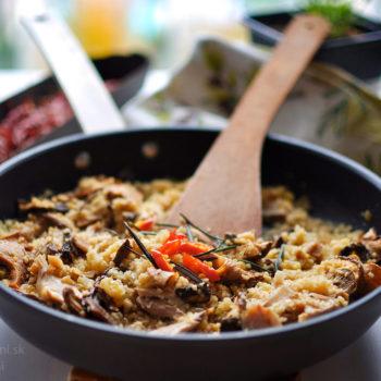 recept, obed, večera, jednoduchý, rýchly, zdravý, ľahký, fitrecept, fitness recept, kuskus, kuracie mäso, stehno, prso, huby, chilli, rozmarín