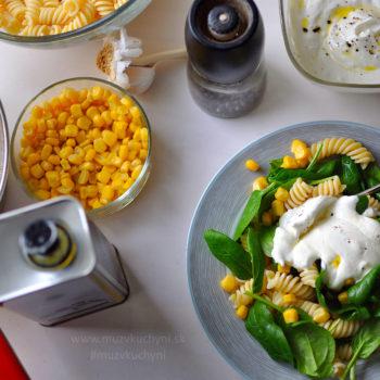 cestovinový šalát, večera, cesnakový dresing, cestoviny, špenát, kukurica, cesnak, olivový olej, fitrecept, fitness recept, ľahká, jednoduchá, rýchla, chutná, zdravá večera, recept na chudnutie