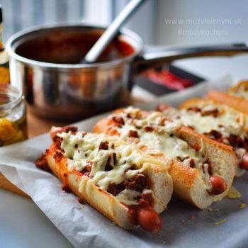 double-chilli dog, chilli dog, hot dog, skvelý hot dog, jedlo k filmu, na párty, recept, cheat day, zapečený,