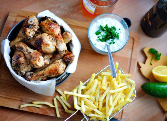 večera, obed, recept, cheat day, kuracie mäso, kura, stehná, recept na gril, grilovanie, grilovačka, uhorkový šalát,
