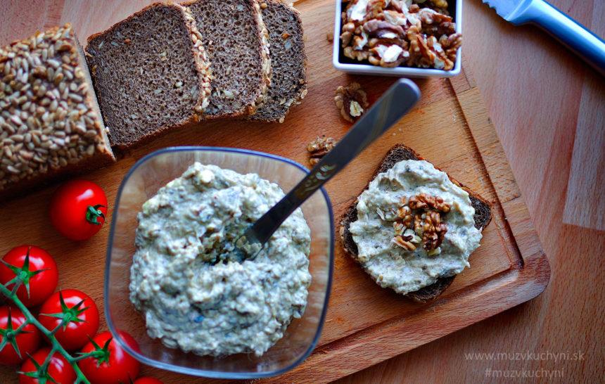 pomazánka, nátierka, recept, raňajky, jednoduchý, chutný, zdravý, údené šproty, orechy, paradajky, celozrnný chlieb