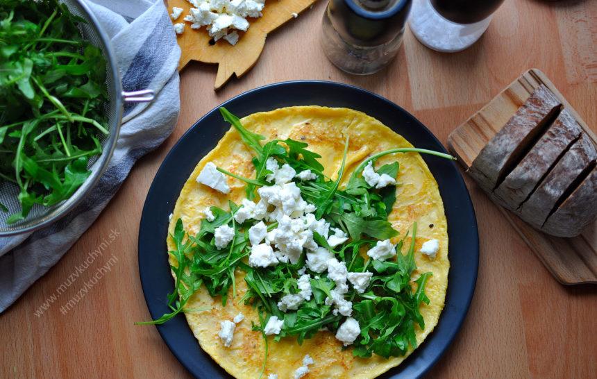 omeleta, bez múky, recept, raňajky, rýchly, jednoduchý, lahodný, skvelý, fajnové, víkend, sobota, rukola, feta, balkánsky syr