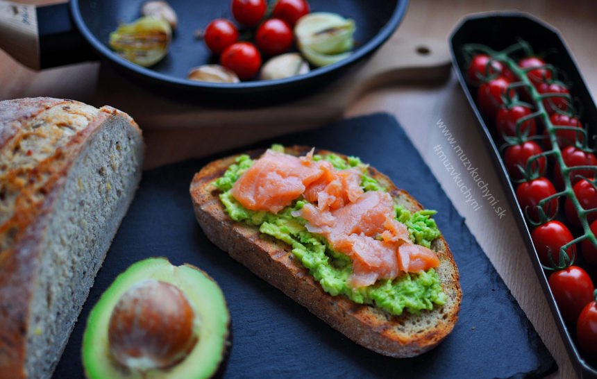 toast, avokádo, losos, recept, raňajky, večera