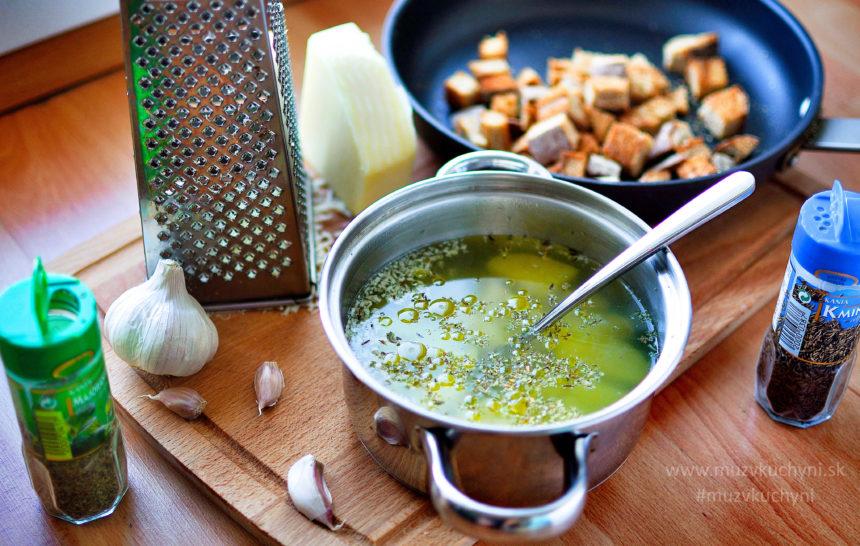 cesnaková, polievka, česnačka, tradičná, so syrom, krutóny, recept